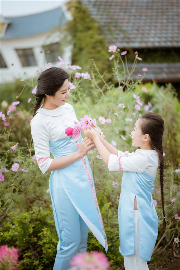 Bộ sưu tập này mang tên Hoa phù dung và sẽ được trình làng vào tối ngày 4/3 tới đây tại Văn Miếu.