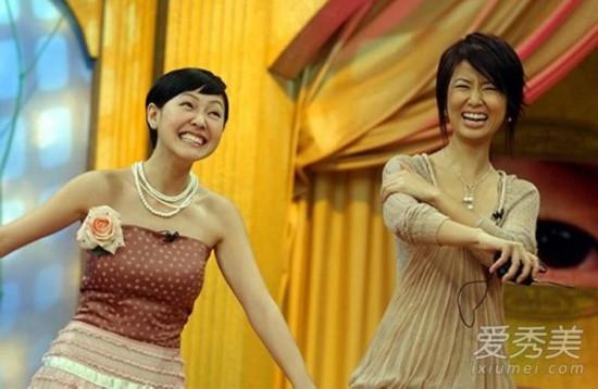 Năm 2004, cô nhận lời làm khách mời chương trình Khang Hi Đến Rồi. Trong hình là lúc Lâm Tâm Như cười nghiêng ngả khi MC Tiểu S nhái cách diễn xuất khoa trương của nhiều diễn viên đại lục.