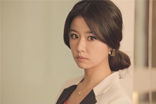 """Năm 2012, Lâm Tâm Như đã trở thành nhà sản xuất phim xuất sắc của Hoa ngữ. Trở thành """"bà chủ"""" đã khiến Lâm Tâm Như trở nên thành thục và tự tin hơn xưa rất nhiều."""