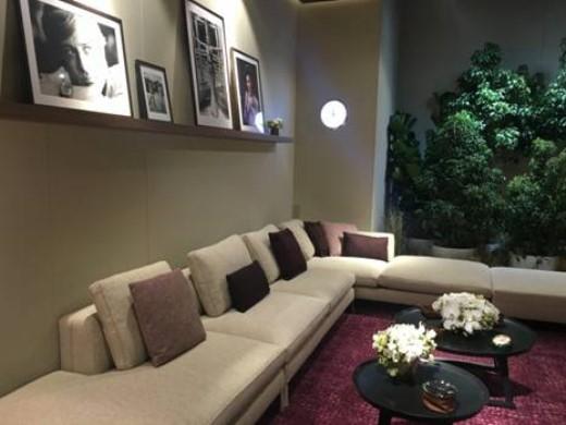 Bộ sofa Solatium của Maxalto, 1 thương hiệu nội thất Ý nổi tiếng đã có mặt tại Times Square Saigon, được đặt tại căn phòng giúp tạo sự tiện lợi và mang phong cách sang trọng, hiện đại.