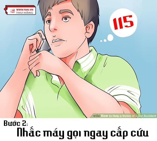 Tại Việt Nam, số gọi cấp cứu là 115, bạn có thể nhấc máy ngay sau khi phát hiện tai nạn. Nhưng trước đó, bạn cần biết rõ chính xác địa chỉ nơi xảy ra tai nạn, tai nạn gì (ô tô, xe máy, đi bộ...), có bao nhiêu người, giới tính nạn nhân, tình trạng hiện thời (còn tỉnh hay đã ngất, còn thở không, bên ngoài có bị gì không...) bởi từ những thông tin này, các ca trực sẽ cử bác sĩ đúng chuyên môn đến hiện trường. (Ảnh: Việt hóa từ Wikihow)