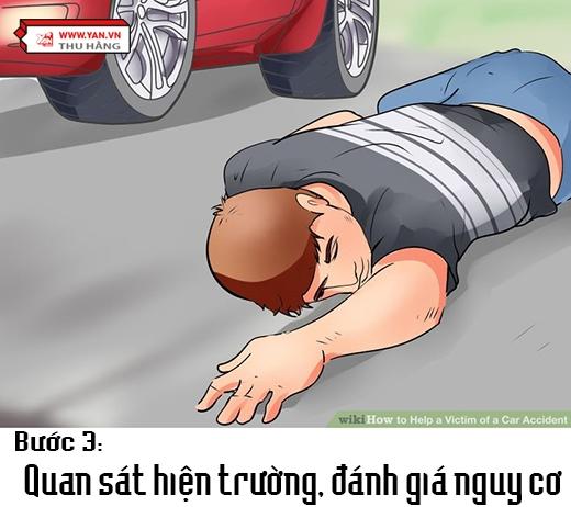 Bạn cần xem xét xung quanh bởi sau những cú va chạm, xe cộ sẽ rò rỉ xăng dầu, từ đó dễ khiến chúng bị bốc cháy. Đồng thời, quan sát góc khuất xem có thêm nạn nhân nào không. (Ảnh: Việt hóa từ Wikihow)