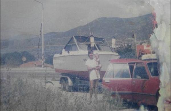 Những hình ảnh gia đình được tìm thấy trên chiếc du thuyền của Manfred. Ảnh: Dailymail