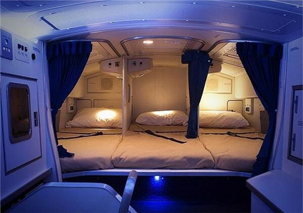 Đây là khoang nghỉ của phi hành đoàn trên chuyến Boeing 777 thông thường. Giường nằm, điều hòa không khí, ánh sáng đạt chuẩn khách sạn 3sao. (Ảnh: Internet)