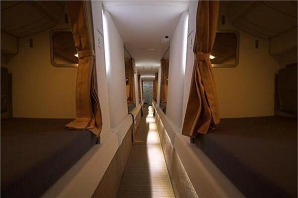 Các hãng hàng không trên thế giới rất chú trọng đến sức khỏe và tinh thần của phi hành đoàn. Nhiều hãng hàng không còn trang bị đầy đủ thiết bị y tế, thư giãn và cả truyền hình trên khoang nghỉ của tiếp viên. (Ảnh: Internet)