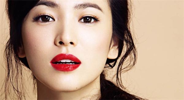Đôi môi chính là chìa khóa săc đẹp thể hiện sự quý phái và quyến rũ của phái nữ. (Ảnh: Internet)