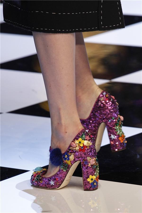 Mê đắm những đôi giày bị Lọ Lem đánh rơi giữa đời thực