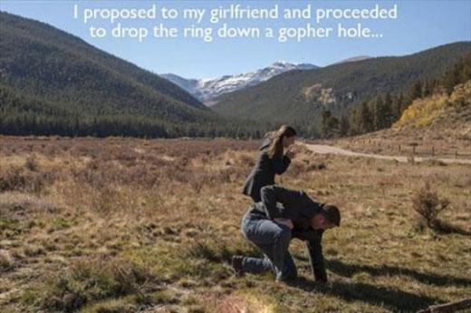 Đánh rơi chiếc nhẫn trong lúc cầu hôn. (Ảnh: Internet)