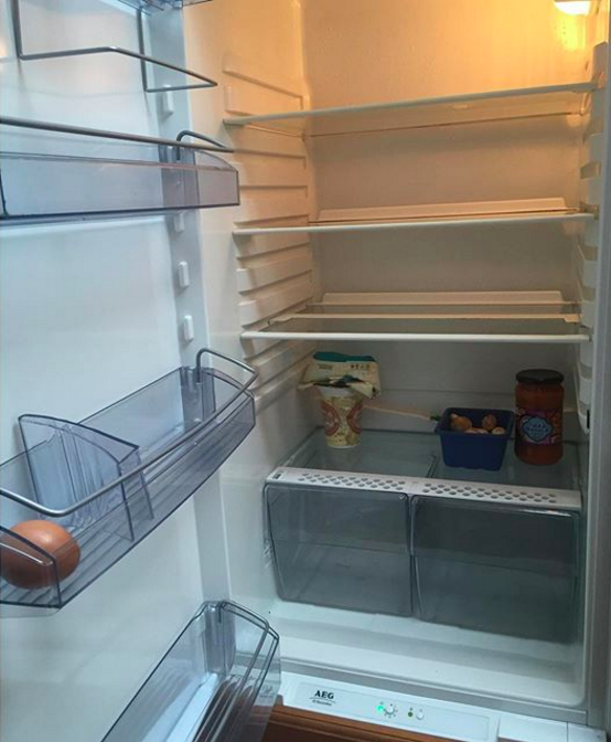 4. Tủ lạnh thì có mấy khi được lấp đầy.