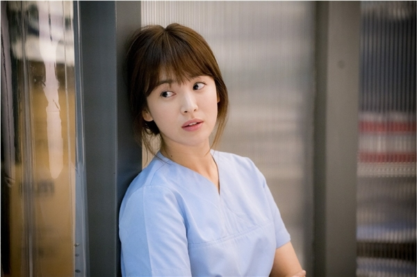 """Song Hye Kyo được kì vọng là """"nữ hoàng bảo chứng rating"""" cho KBS"""