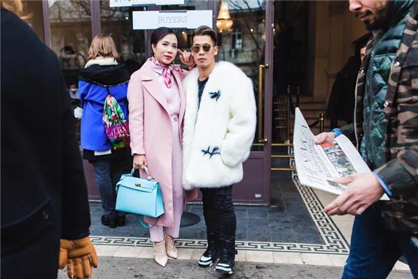 Travis Nguyễn và những người bạn đồng hành trong chuyến đi đến Paris lần này.