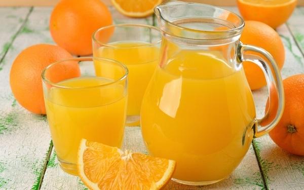 6. Mẹo vắt kiệt nước của một quả cam chính là làm lạnh nó rồi quay trong lò vi sóng trong khoảng 15 - 20 giây.