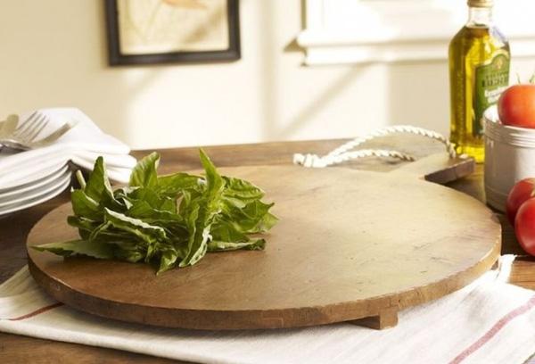 19. Phương pháp tốt nhất để rửa thớt gỗ là chà xát bằng muối hạt to, sau đó rửa lại với chanh và nước sạch.