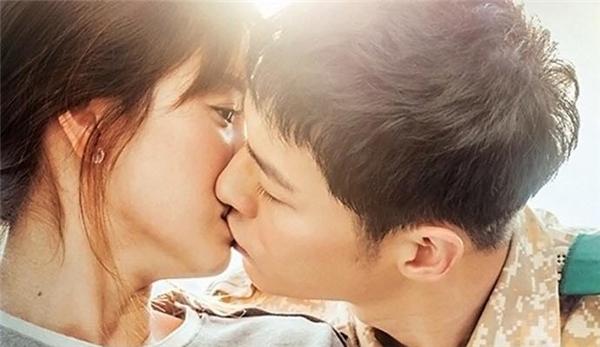 """""""Tối hậu thư gửi đến Song Hye Kyo nhé! Kiss scene bên trên mà đêm nay lên sóng thì tớ chính thức làm AntiFan của cậu nhé!"""" – Cô mạnh dạn """"cảnh cáo"""" nữ chính trong phim. - Tin sao Viet - Tin tuc sao Viet - Scandal sao Viet - Tin tuc cua Sao - Tin cua Sao"""