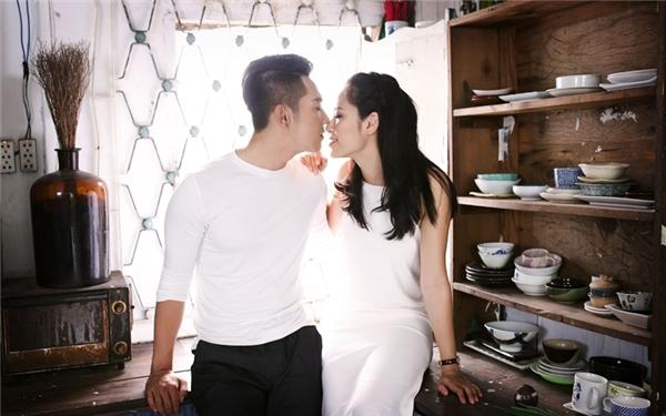Đây cũng là lần đầu tiên Mai Quốc Việt sẽ có những phân cảnh tình tứ cùng người bạn diễn trong MV. - Tin sao Viet - Tin tuc sao Viet - Scandal sao Viet - Tin tuc cua Sao - Tin cua Sao