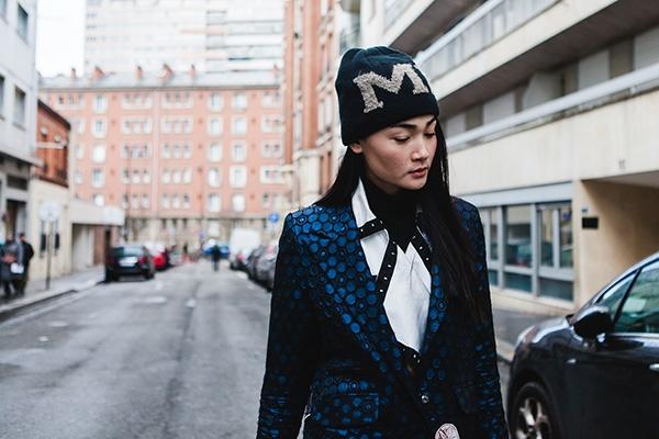 Diện trang phục chất lừ, mẫu Việt lọt top street style trên Vogue