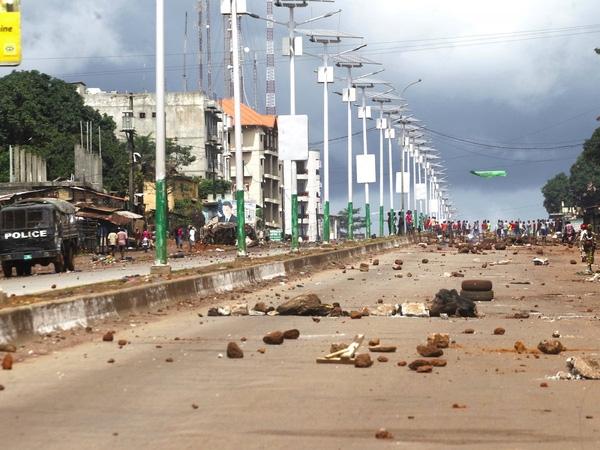 9. Bạo lực, các cuộc biểu tình, đình công là một trong những nguyên nhân khiến cho thành phố cảng Conakry, thủ đô của Guinea lọt vào danh sách này.