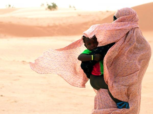 10. Cho đến năm 1958, Nouakchott, Mauritania vẫn chỉ là một ngôi làng nhỏ. Tuy đã phát triển thành thành phố lớn nhất khu vực Sahara nhưng hạn hán, nghèo đói và quá tải dân số đã khiến nơi đây chỉ toàn các khu ở chuột.