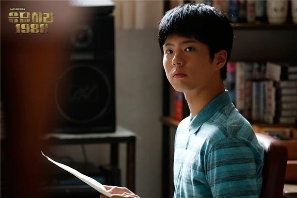 """Thích thú Taek """"ngố"""" sắp yêu mĩ nhân quân y của Hậu duệ Mặt trời"""