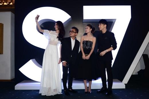 """Dàn sao Việt cùng hào hứng trải nghiệm """"selfie"""" với siêu phẩm Samsung Galaxy S7 và Galaxy S7 edge. - Tin sao Viet - Tin tuc sao Viet - Scandal sao Viet - Tin tuc cua Sao - Tin cua Sao"""
