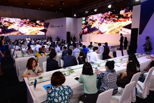Khu trưng bày và trải nghiệm sản phẩm độc đáo của Samsung Galaxy S7 và Galaxy S7 edge. - Tin sao Viet - Tin tuc sao Viet - Scandal sao Viet - Tin tuc cua Sao - Tin cua Sao
