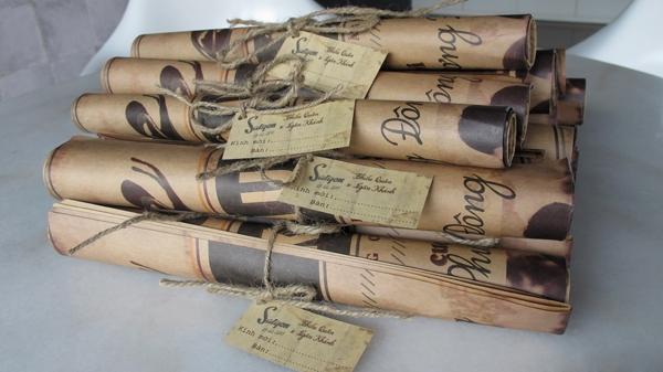 Thiệp cưới của Ngân Khánh được thiết kế như một tờ nhật báo nghệ thuật thời xưa. - Tin sao Viet - Tin tuc sao Viet - Scandal sao Viet - Tin tuc cua Sao - Tin cua Sao