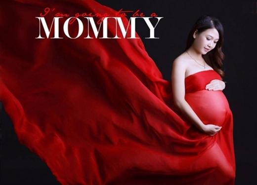 """Bộ ảnh bụng bầu của hai chị em song sinh được rất nhiều""""bà mẹ bỉm sữa"""" yêu thích.(Ảnh: Internet)"""