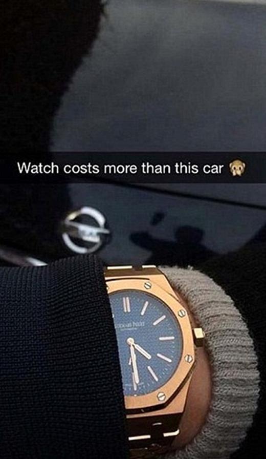 Một thanh niên sang chảnh khác thì khoe rằng đồng hồ của mình còn giá trị hơn cả một chiếc xe hơi. (Ảnh: Internet)