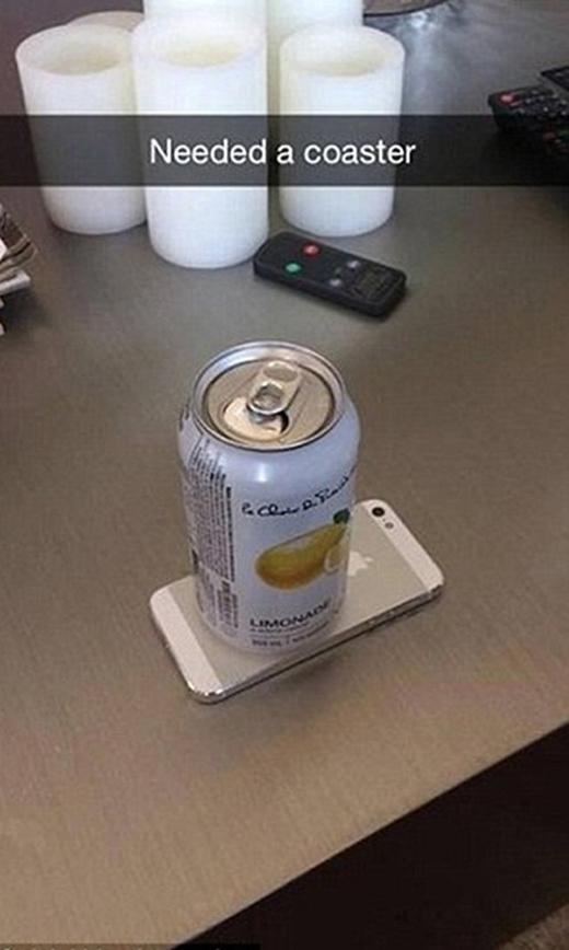 iPhone có thể dùng làm đồ lót... lon rất chuẩn. (Ảnh: Internet)