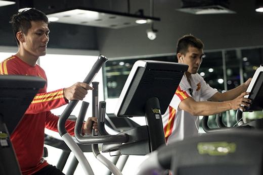 Các bài tập thể lực không chỉ giúp các cầu thủ duy trì sự ổn định trong suốt trận đấu, mà còn tạo tâm lý thi đấu vững chắc. (Ảnh: Phước Vinh).
