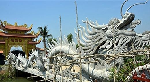 Cổng vào nhà thờ tổ đã được hoàn thiện. (Ảnh: Internet) - Tin sao Viet - Tin tuc sao Viet - Scandal sao Viet - Tin tuc cua Sao - Tin cua Sao