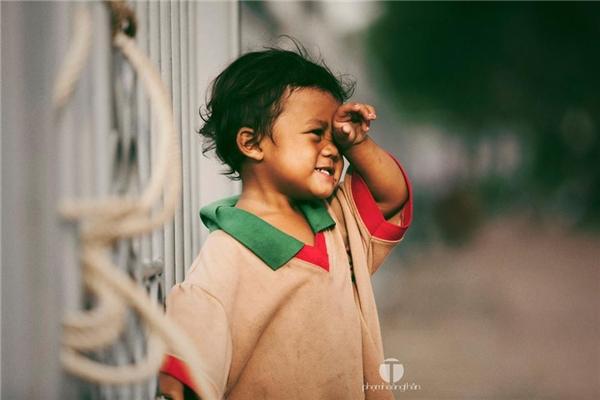 Với những người đã từng trải qua một tuổi thơ thiếu thốn tình cảm của cha mẹ, nhìn thấy emsẽ không thể cầm được nước mắt.