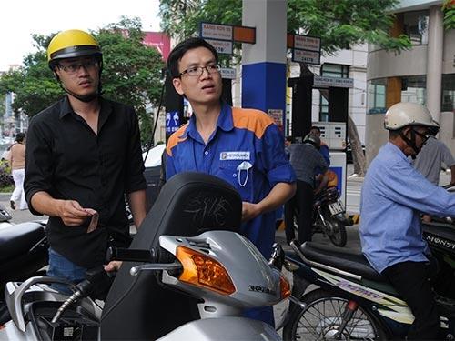 Giá xăng có thể từ 300-500 đồng/lít. Ảnh minh họa: Internet
