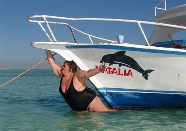 Đội đá vá trời là chuyện con muỗi, chị đây còn đội thuyền được đấy nhé! (Ảnh: Internet)