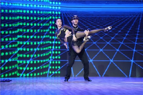 Một số hình ảnh về bài nhảy nhóm vui nhộn của team Chí Anh. - Tin sao Viet - Tin tuc sao Viet - Scandal sao Viet - Tin tuc cua Sao - Tin cua Sao