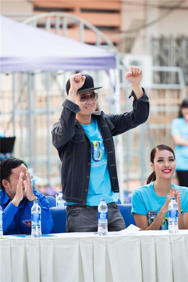 Hôm qua (5/3), Top 11 Hoa hậu Thế giới 2015 Lan Khuê cùng Quang Đăng đã có mặt tại buổi lễ ra quân Giờ Trái Đất 2016 tại Nhà văn hóa Thanh Niên TP. Hồ Chính Minh. Đồng hành cùng nam vũ công và người đẹp 9x là ca sĩ Hà Okio. - Tin sao Viet - Tin tuc sao Viet - Scandal sao Viet - Tin tuc cua Sao - Tin cua Sao