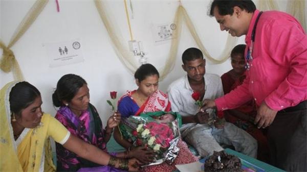 Cả bệnh viện đều vui mừng với mỗi bé gái chào đời.(Ảnh: BBC)