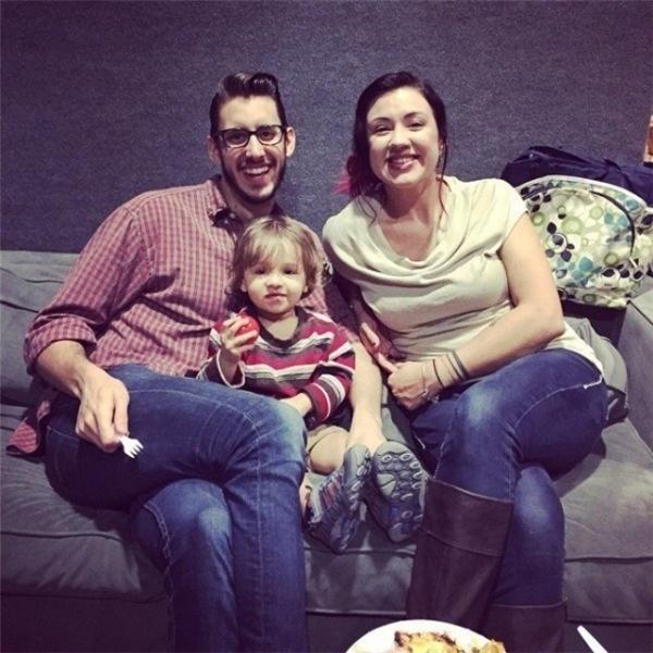 Kết hôn được 3 năm, cặp đôi này có một thiên thần nhỏ kháu khỉnh là bé Esra. (Ảnh: Bright Side)
