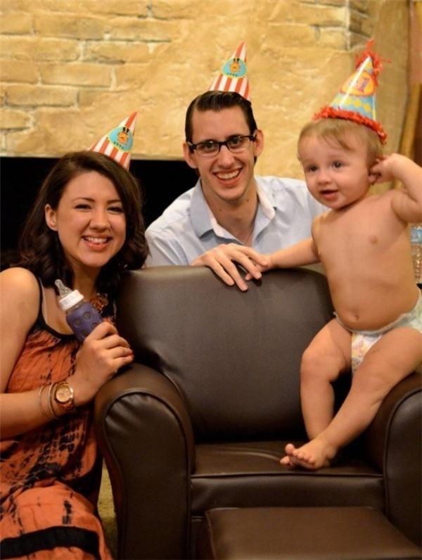 Gia đình hạnh phúc của anh Steven Nelms và chị Glory Nelms. (Ảnh: Bright Side)