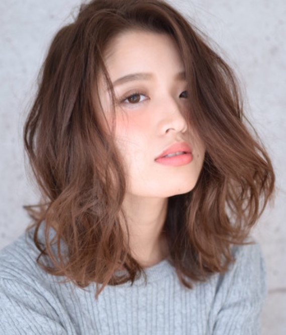 Một điểm đặc biệt thu hút khi bạn để tóc lob, khi tóc bạn hơi rối một cách tự nhiên hay cố ý thì độ dày của tóc cũng được cải thiện đáng kể.