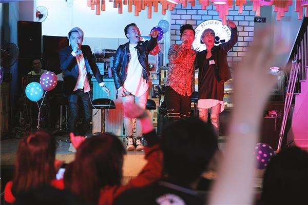 OnlyC thể hiện vũ đạo nóng bỏng bên học trò Lou Hoàng - Tin sao Viet - Tin tuc sao Viet - Scandal sao Viet - Tin tuc cua Sao - Tin cua Sao