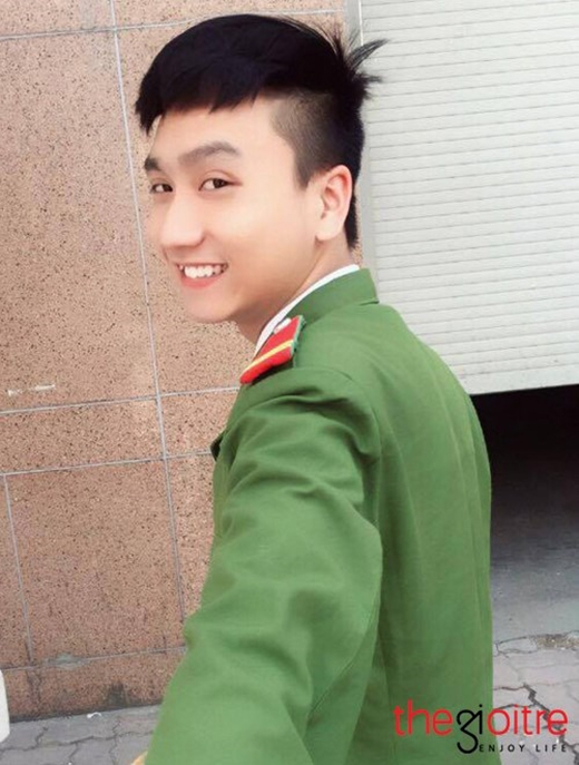 Một ngày trước khi nổi tiếng trên các diễn đàn mạng xã hội, Trung Anh được nhiều người biết đến là chàng cảnh sát có gương mặt 'baby' giống Sơn Tùng M-TP.