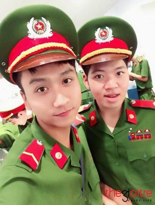 Chàng hot boy cảnh sát tên thật là Nguyễn Trung Anh sinh năm 1996 ở Hà Nội. Anh chàng hiện đang là cảnh sát bảo vệ tại Phòng Cảnh sát Bảo vệ PC65.
