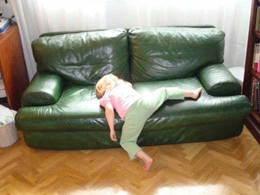 Tư thế ngủ 'khó đỡ' quá.