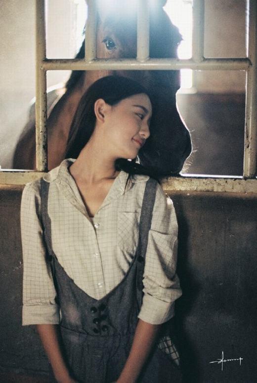 Bộ ảnh cô thôn nữ vô danh đang gây sốt trên Weibo