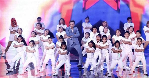 Ban giám khảo đánh giá cao sự dàn dựng công phu cũng như phần trình diễn rất sôi động của các vũ công nhí. - Tin sao Viet - Tin tuc sao Viet - Scandal sao Viet - Tin tuc cua Sao - Tin cua Sao