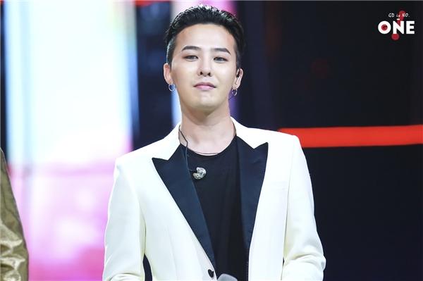 So với những hình ảnh mới nhất, gương mặt G-Dragon không hề có sự thay đổi.