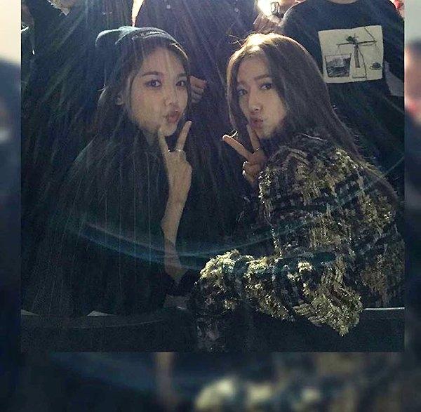 Trước đây, Park Shin Hye và Sooyoung từng có dịp cùng tham gia sự kiện thời trang tại Seoul
