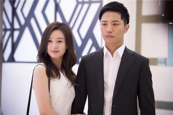 Ban đầu từ lời đề nghị giả làm bạn gái của Yoon Myung Joo, cả hai đã bắt đầu này sinh tình cảm. Hình ảnh hạnh phúc trong quá khứ của họ khiến khán giả càng thêm tiếc nuối.