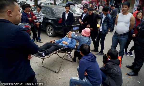 """Dịch vụ lấy ráy tai đang trở nên vô cùng """"hot"""" tại Trung Quốc. (Ảnh: Internet)"""